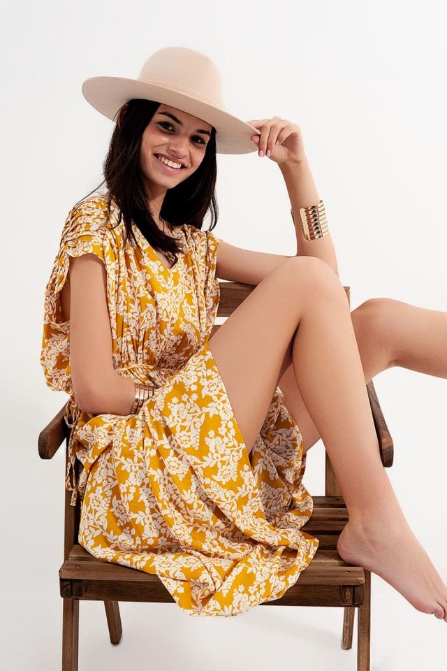 Maxi vestido com estampa floral amarela