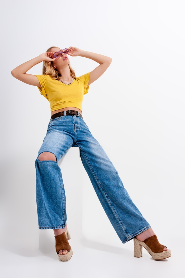 Calças de ganga de lavagem média com desenho de fundo de campânula rasgado e desenho de cintura alta
