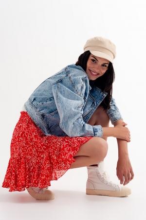 Mini-saia vermelha com estampas florais e rufos