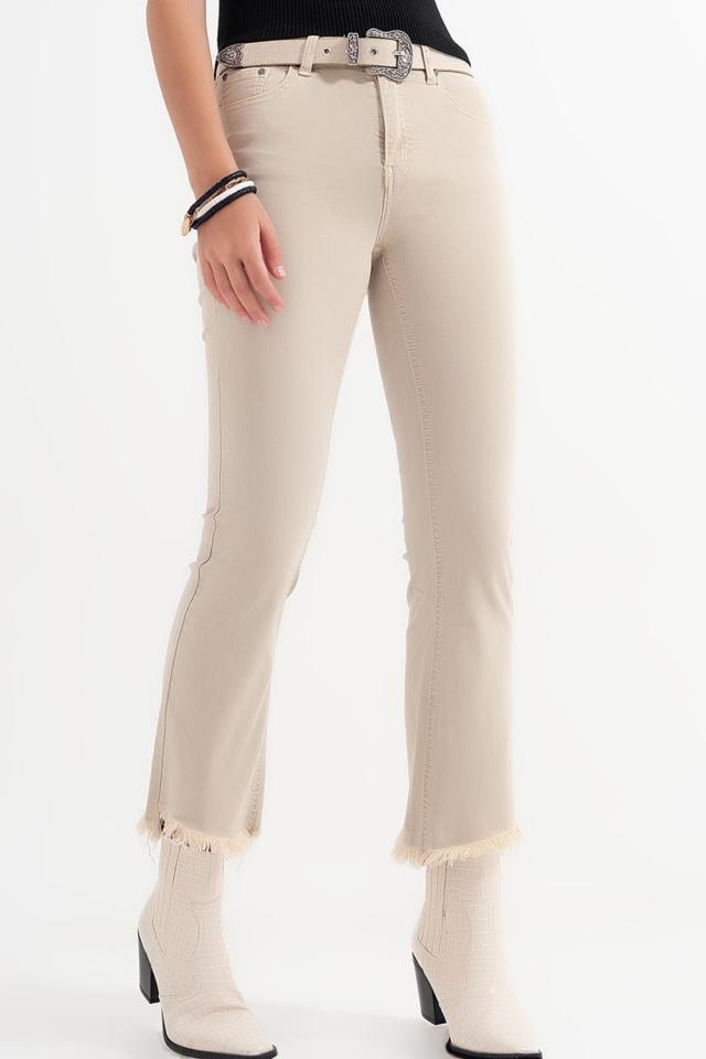 Calças retas em beige com tornozelos largos