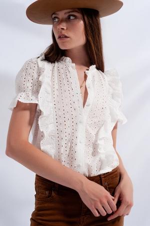 Camisa branca com bordado inglês