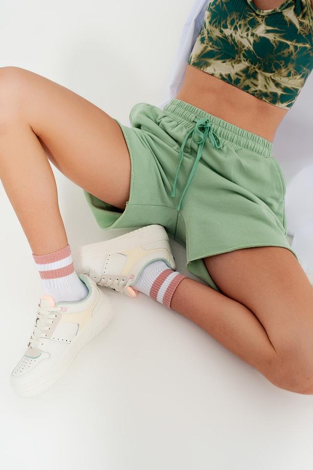 Calções curtos verdes de tecido de malha slim fit