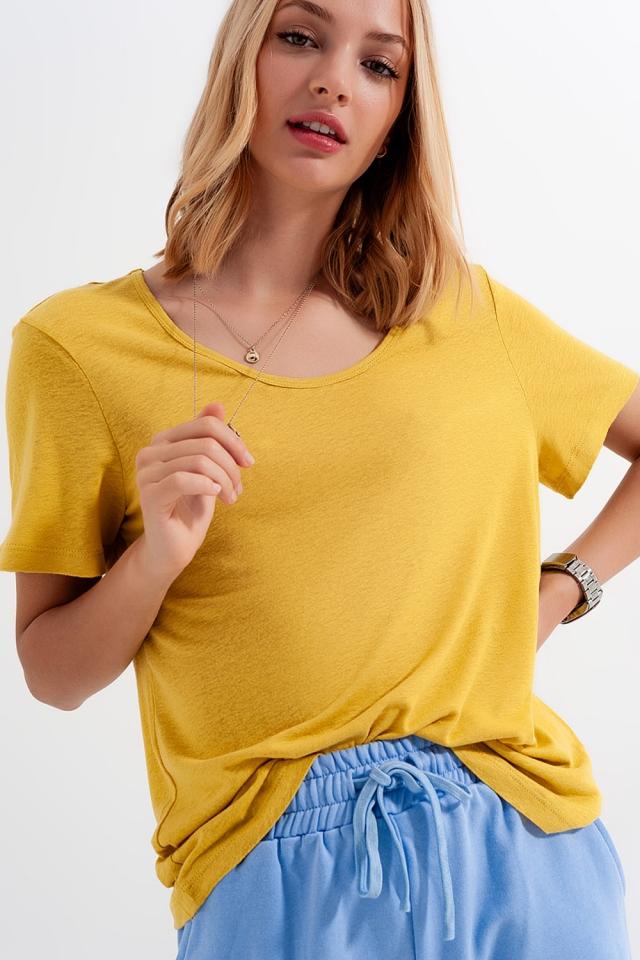 T-shirt amarela com gola ampla em tecido de mistura de linho
