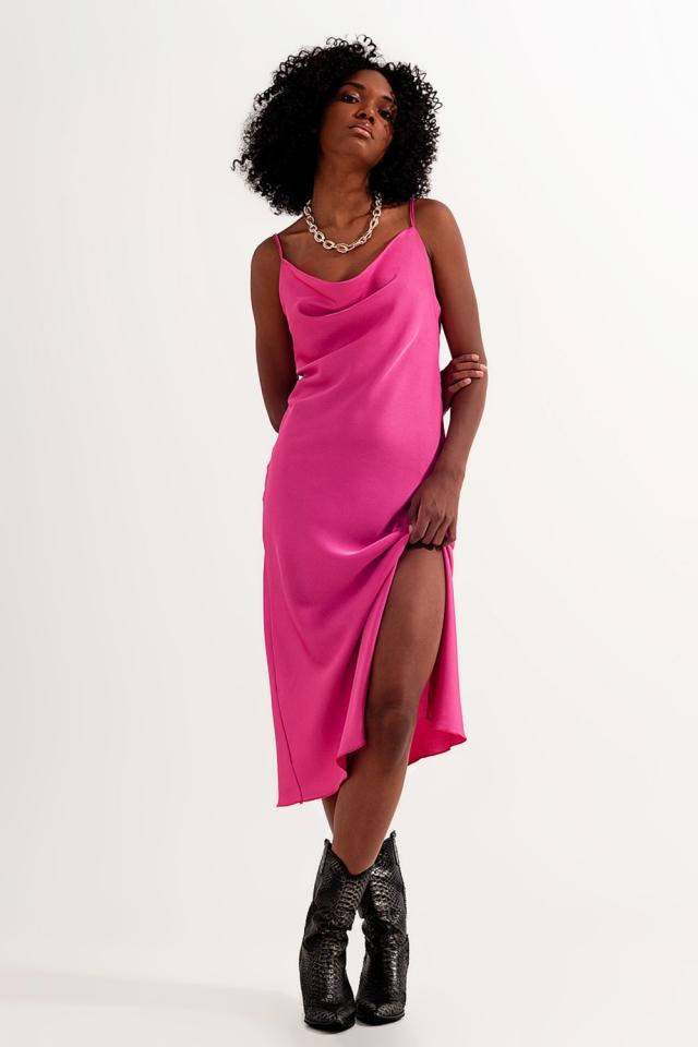 Vestido curto em cetim com alças finas cor-de-rosa brilhante