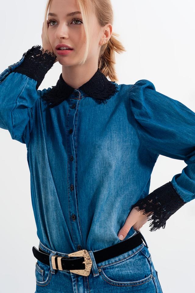 Camisa de ganga azul com mangas de ganga e detalhes em renda