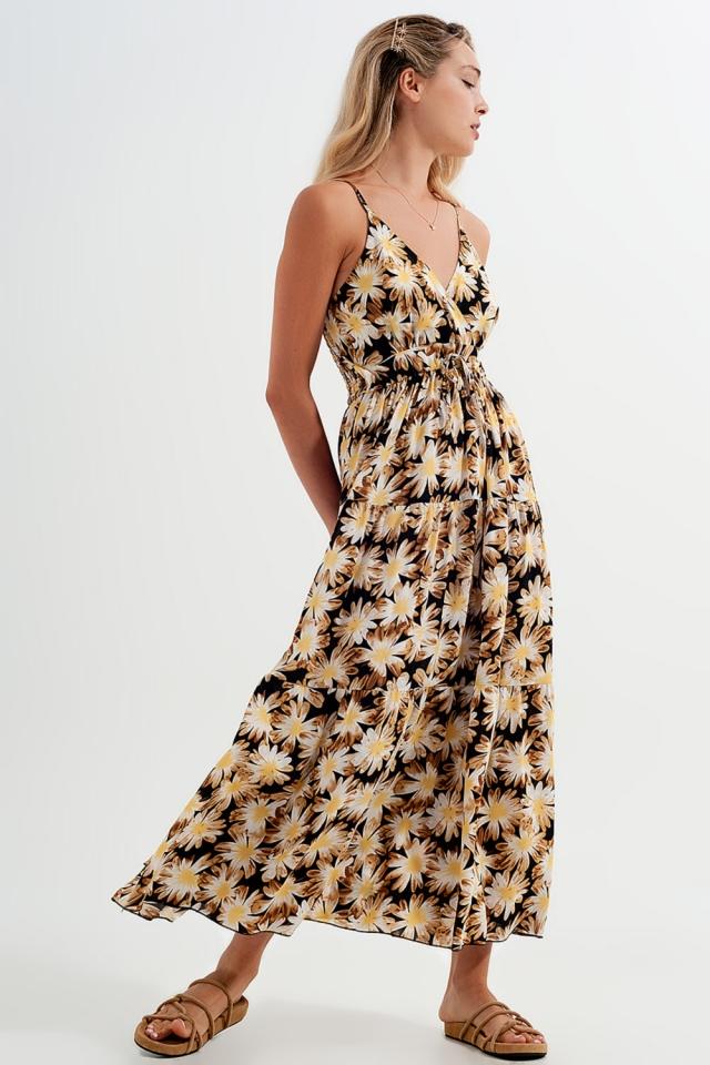 Vestido comprido amarelo com alças de estampado floral e desenho em cruz