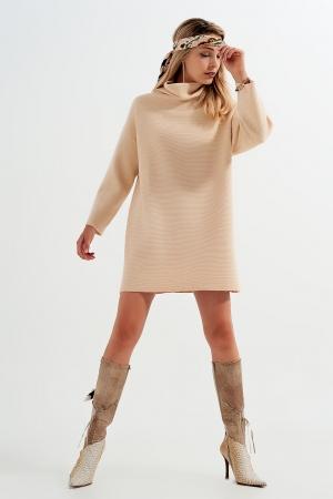 Vestido curto estilo jersey bege com decote alto