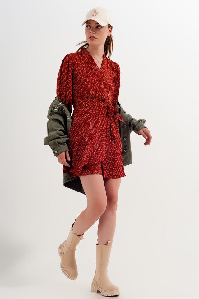 Vestido de envolvimento curto com decote afundado e impressão geométrica