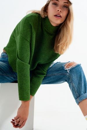 Camisola de gola rulê com nervuras na cor de verde