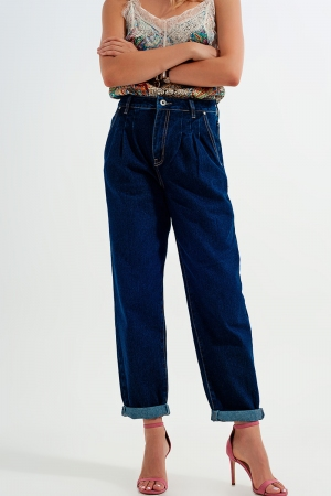 Calças de ganga com pregas na frente e corte descontraído em azul escuro