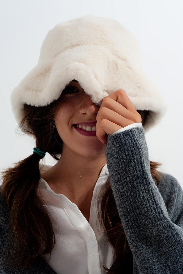 Chapéu de pescador de pelúcia dupla face branco reversível