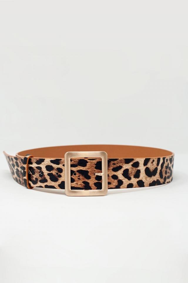 cinto em estampa de leopardo