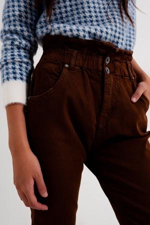 Calças de ganga Mom com cintura elástica em castanho