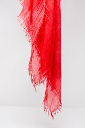 Cachecol leve em cor vermelha