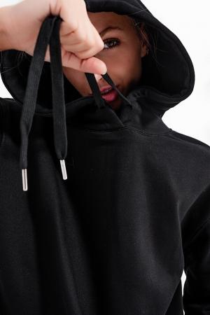 Blusa de moletom básica preta com capuz e cordões